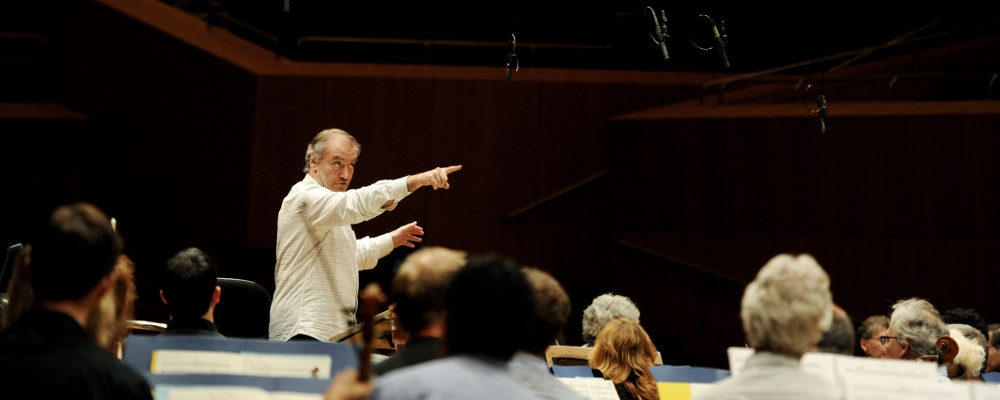 Munich Philharmonic – Watch the Conductor at Work